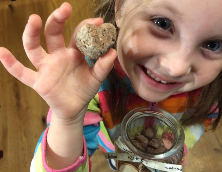 Dětské vyrábění: Perníková srdce dovany